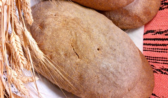 Χωριάτικο ζυμωτό ψωμί